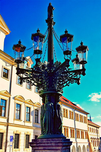 LIGHT POST AT THE OUTER PALACE GROUND