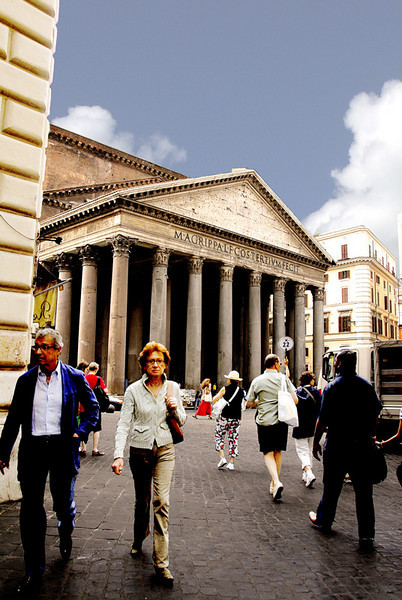 THE PANTHEON AND PIAZZA DELLA ROTONDA